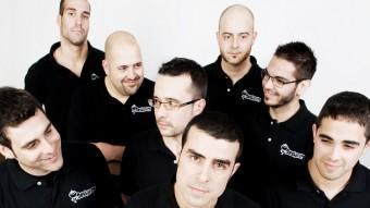Francesc Romero, en primer terme, junt a la resta de membres de la banda. DESKARATS