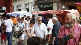 Les activitats de carrer animen tots els dies en què hi ha obert el Mercadal del Comte Guifré, qui reviu a Ripoll. J.C