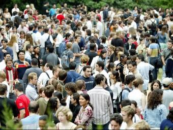 Recepció d'estudiants estrangers de les universitats catalanes al palau de Pedralbes.  ARXIU