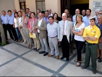 Alcaldes, edils i responsables dels cossos de lluita contra els incendis en l'acte del primer aniversari dels focs del 2012