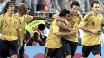 Puyol, Cesc, Xavi i Iniesta amb Senna celebrant un gol EFE