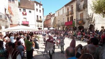 Abanderats, arquers, ballarines, músics i cavallers desfilaran durant dos dies pels carrers de Besalú J. CASAS / MANEL LLADÓ