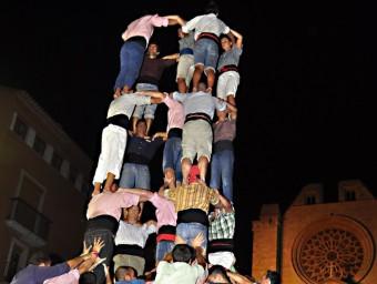 Un assaig d'un 5 de 9 dels Xiquets de Tarragona a la plaça de les Cols J.B