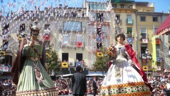 El ball dels gegants més que centenaris és un dels moments culminants de les Festes del Tura d'Olot. J.C