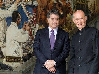 Roberto Acevedo, esquerra, nou director general de l'OMC i el seu predecessor, Pascal Lamy.  ARXIU