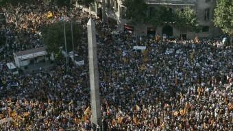 La manifestació contra la sentència de l'Estatut , a la confluència de la Diagonal i el Passeig de Gràcia J. LOSADA / ARXIU