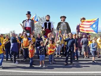 La Via Catalana i la concentració de gegants que s'hi va fer al seu pas per Avinyonet del Penedès JUANMA RAMOS