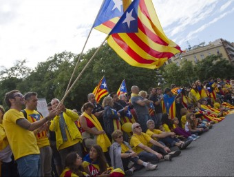 Un grup de gent va participar en la Via Catalana per la independència el passat 11 S.  ALBERT SALAMÉ