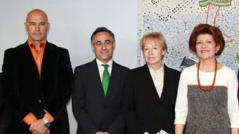 Eurodiputats amb l'eurocomissària Androulla Vassiliou, en una imatge de l'abril ACN