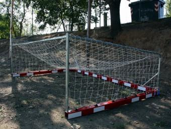 La porteria en un racó de la zona esportiva on aquest divendres va tenir lloc l'accident ACN