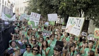 Alumnes i professors durant una protesta davant el Parlament balear, a Palma MONTSERRAT DIEZ / EFE
