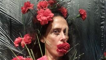 Marta Carrasco , en una imatge prou explícita de 'B. Flowers', que estrena avui a La Planeta de Girona. DAVID RUANO