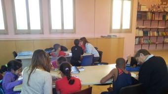 Alumnes que reben suport del projecte de Càritas, a la Creueta (Girona). ARXIU CÀRITAS