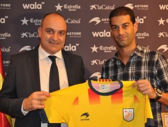 Andreu Subies i Gerard López, ahir a la seu de la Federació Catalana de Futbol, després de segellar l'acord FCF