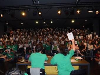Una de les votacions de l'Assemblea de Docents de les Balears ASSEMBLEA DE DOCENTS