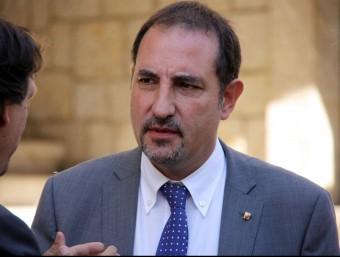 El conseller d'Interior, Ramon Espadaler, durant la seva visita aquest divendres a Amposta ACN