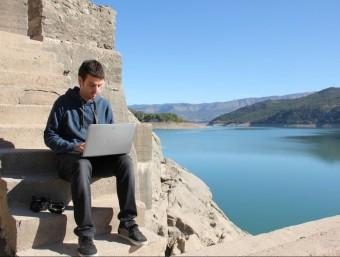 Jordi Ubach, editor del diari electrònic 'Pallars Digital', fotografiat al pantà de Sant Antoni.  D. MARÍN