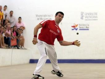 Alvaro Juga una pilota a l'Individual Bancaixa. FREDIESPORT