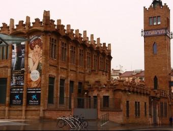 La fàbrica Casaramona, a Montjuïc de Barcelona, es va transformar en Caixafòrum el 2002.  ARXIU