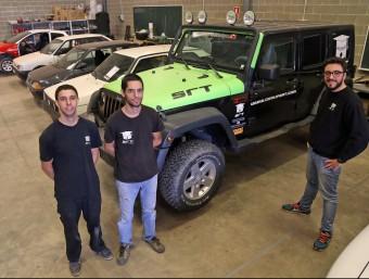 Els tres impulsors de l'empresa a les instal·lacions que tenen a Esparreguera.  JUANMA RAMOS