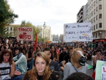 Un moment de la manifestació d'ahir al matí pel centre de València JOSÉ SOLER / ACN