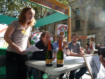 Els representants i simpatitzants de la Iaeden van celebrar ahir a Figueres la seva victòria contra el projecte urbanístic plantejat a la vall de Santa Magdalena a Terrades E. C