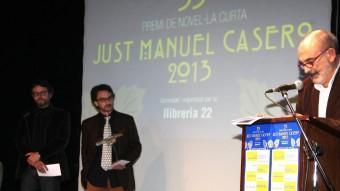 Jaume Puig i Oriol Ponsatí-Murla, escoltant l'argumentació de Josep Maria Fonalleras com a portaveu del jurat del Casero, ahir a La Planeta JOAN SABATER