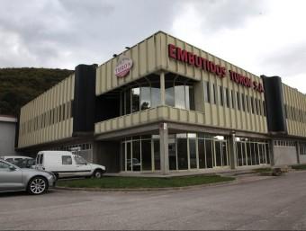 Façana d'embotits Turón que els nous propietaris preveuen tornar posar en funcionament en un parell de setmanes.  JOAN SABATER
