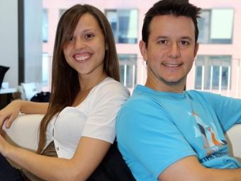Carme Andrés i Marc Rabal, amb l'aplicació de KinderTic.  QUIM PUIG