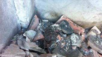 Bomba de mà trobada a Olot en el terrat d'una casa del barri vell de la capital de la Garrotxa. RAMON ESTEBAN