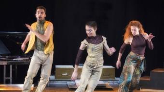 Un detall de l'assaig de Camut Bandde dimarts a la tarda al Teatre de Salt. MARTÍ ARTALEJO