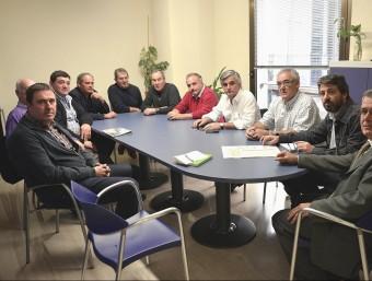 Els alcaldes dels pobles afectats pel foc fan una visita a la seu de l'ACA, a Girona. ICONNA