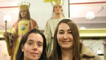 Anna Sarquella i Estefania López fotografiades a la biblioteca del centre cultural Coma-Cros de Salt LLUÍS SERRAT