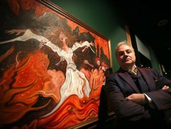 L'artista Xavier Vilató, davant d'una de les pintures que exposa al Marès ALBERT SALAMÉ
