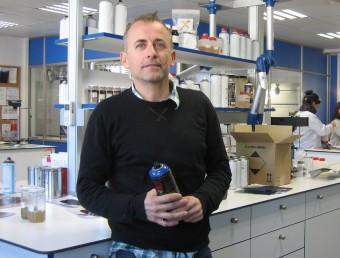 Jordi Rubio, director general i cofundador de Montana Colors, al laboratori de R+D+I de l'empresa.  ANNA AGUILAR