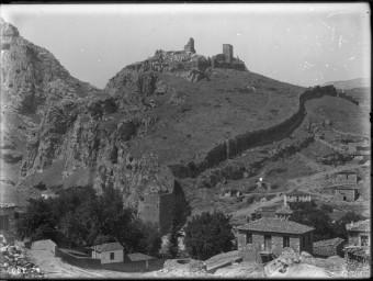 El castell de Livàdia, a Beòcia, en una fotografia de l'any 1909, un dels vestigis catalans de Grècia ARXIU