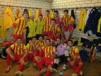 Els jugadors celebren el primer triomf al vestidor EL 9