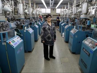 Roser Ramos, directora gerent de Cóndor a les instal·lacions que l'empresa tèxtil té a Arenys de Mar.  QUIM PUIG