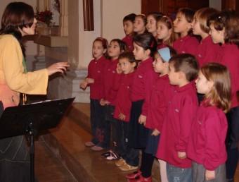 Nens i nenes de la coral infantil Cors Alegres de Valls en una imatge d'arxiu