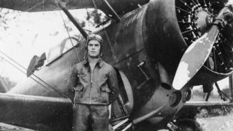 Un pilot republicà, Juan Lario, a l'aeròdrom d'Igualada, l'octubre de 1938 Fons David Gesalí