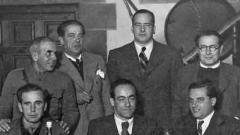 Jaume Miravitlles, el primer per l'esquerra, assegut, amb Josep Tarradellas dret al mig ARXIU MONTSERRAT TARRADELLAS I MACIÀ