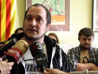 El portaveu de la CUP, David Fernández, atén els mitjans de comunicació després del Consell Polític que ha celebrat la formació a Sant Pere de Ribes ACN