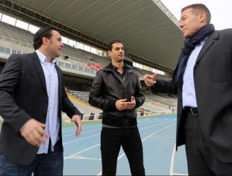 Sergio González, Gerard López i Xavi Aguado conversen animadament a la primera corba de l'Estadi Olímpic Lluís Companys QUIM PUIG