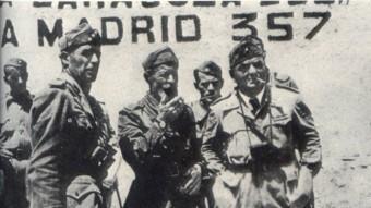 Gastone Gambara, a la dreta de la imatge, amb comandaments del Corpo Truppe Volontarie (CTV) durant la Guerra Civil