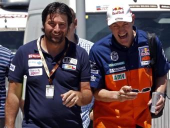 Marc Coma fa broma amb el director de cursa, David Castera a Rosario REUTERS