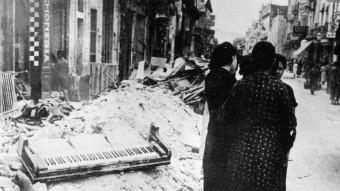El carrer Anselm Clavé, en ple centre de Granollers, ple de runes, a causa del bombardeig del 31 de maig de 1938. P. Lluís Torrents / Col·lecció Ajuntament de Granollers