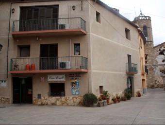 La botiga de queviures que van assaltar està al centre del poble i els propietaris viuen al pis de dalt ACN