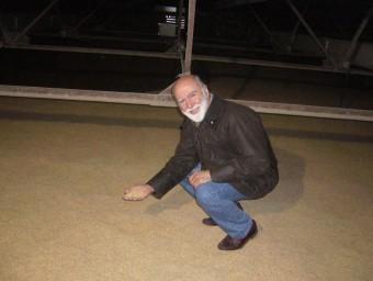 Joan Trias al magatzem d'arròs, que té capacitat per 1,5 milions de quilos.  L.M