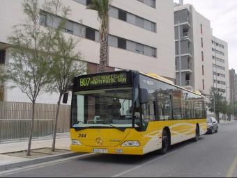 Un autobús de la xarxa diürna de Tusgsal.  G.A