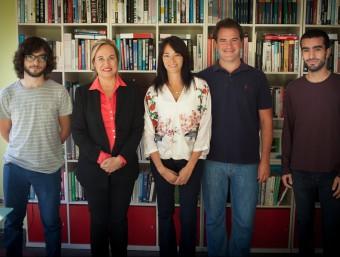 L'equip de Miximoms, amb Yolanda Bonilla al mig, a les oficines de la companyia.  MIXIMOMS